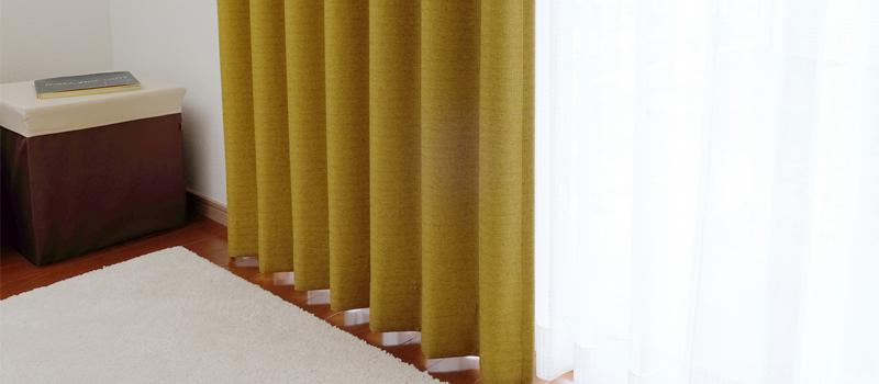 部屋に映ったカーテンからの景色で住所が特定